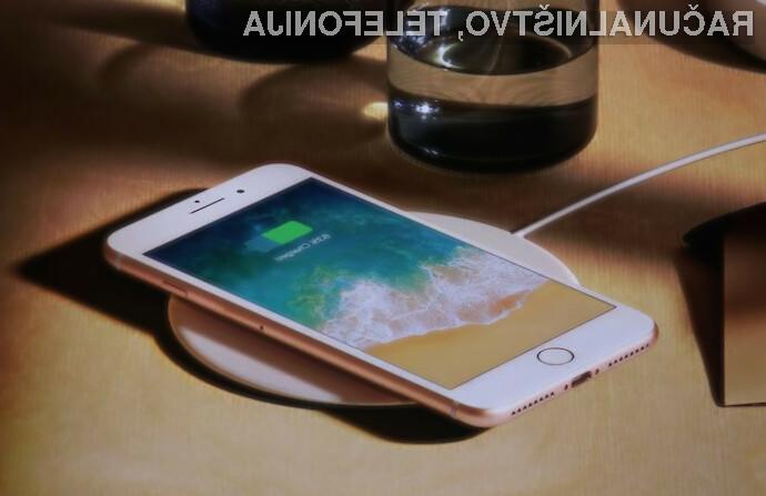 Z novim mobilnim operacijskim sistemom iOS bomo novejše Applove telefone polnilni za kar 50 odstotkov hitreje.