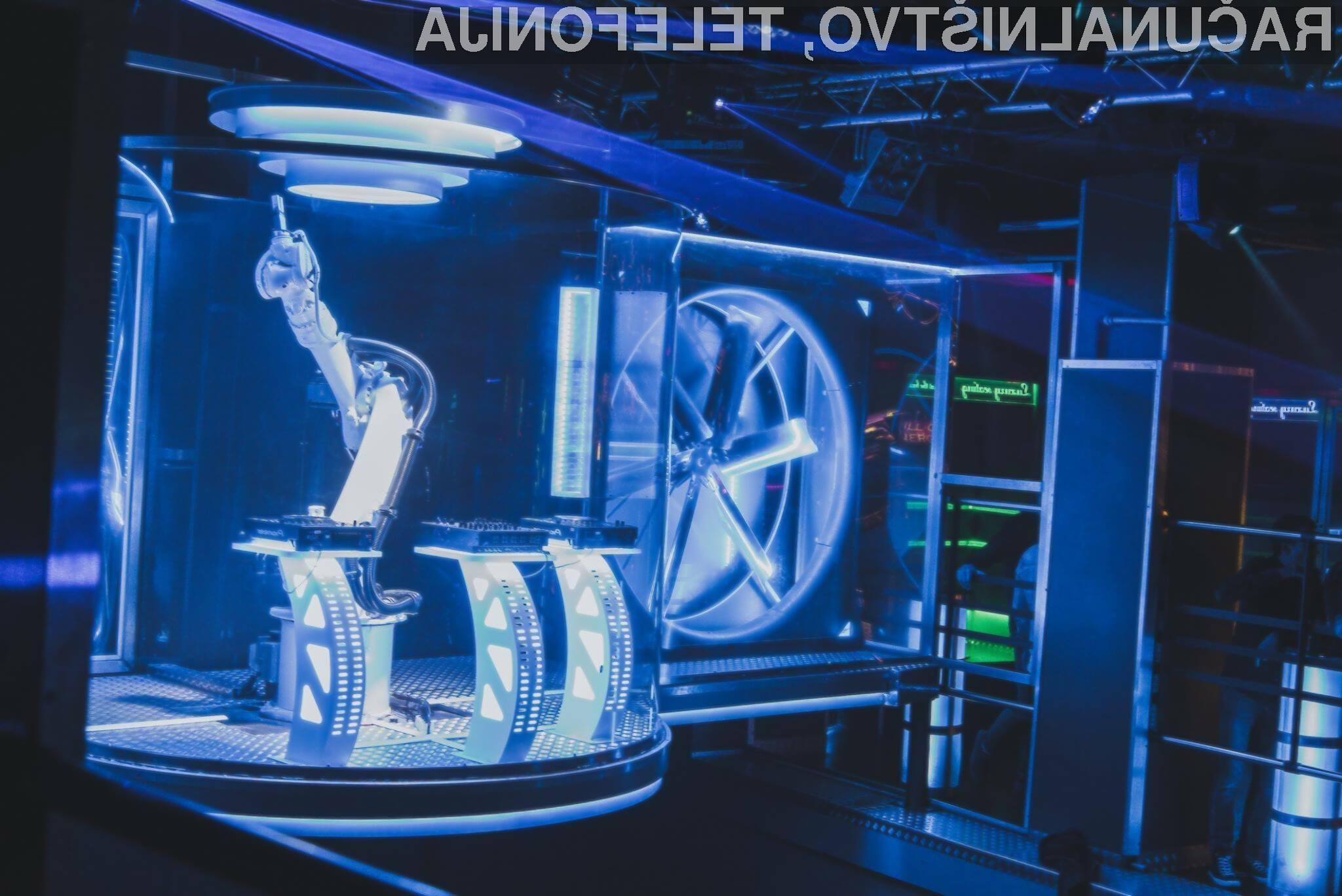 Številni gosti nočnega lokala so nad robotom didžejem več kot navdušeni!