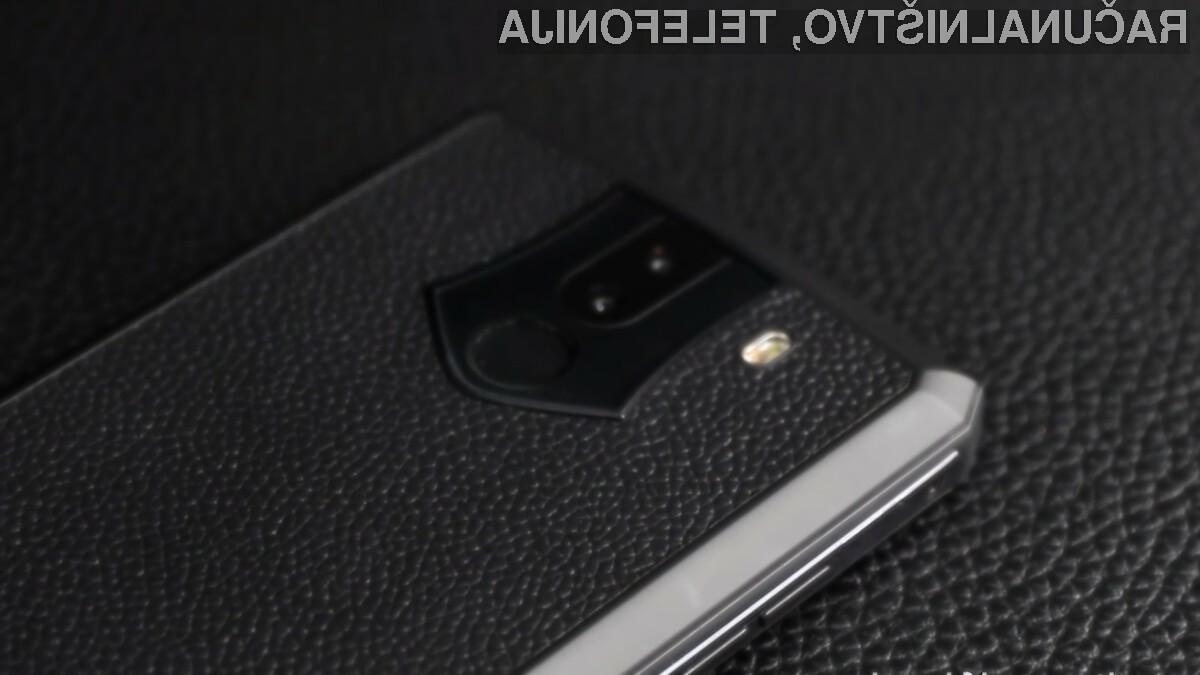 Pametni mobilni telefon Oukitel K10 bomo polnili le enkrat na teden.