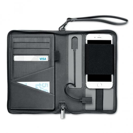 Trendi zapovedujejo, da bomo v letošnjem letu energijo za naš pametni telefon vedno nosili kar s seboj!