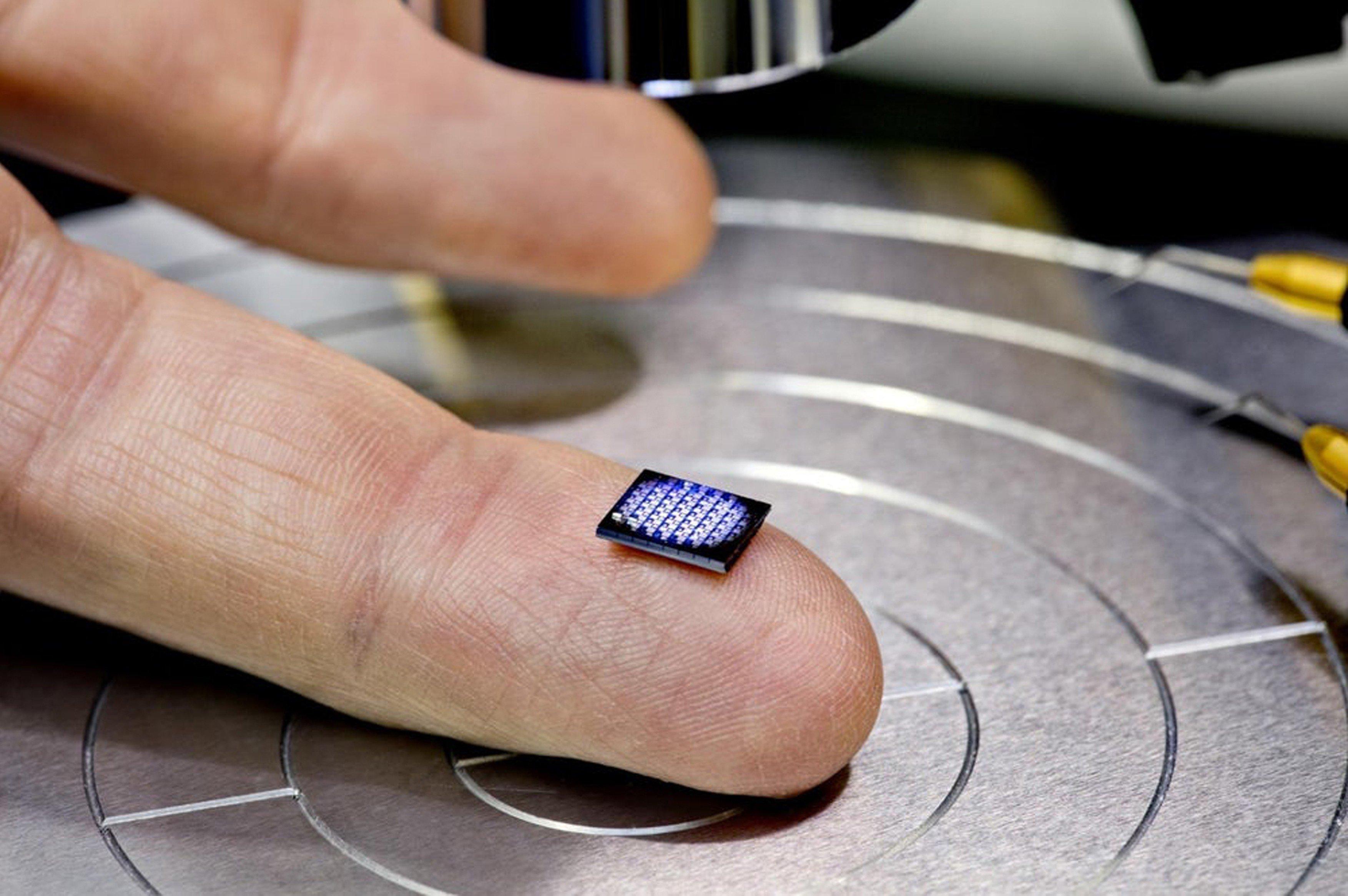 Novi računalnik podjetja IBM meri zgolj 1 x 1 milimetrov.