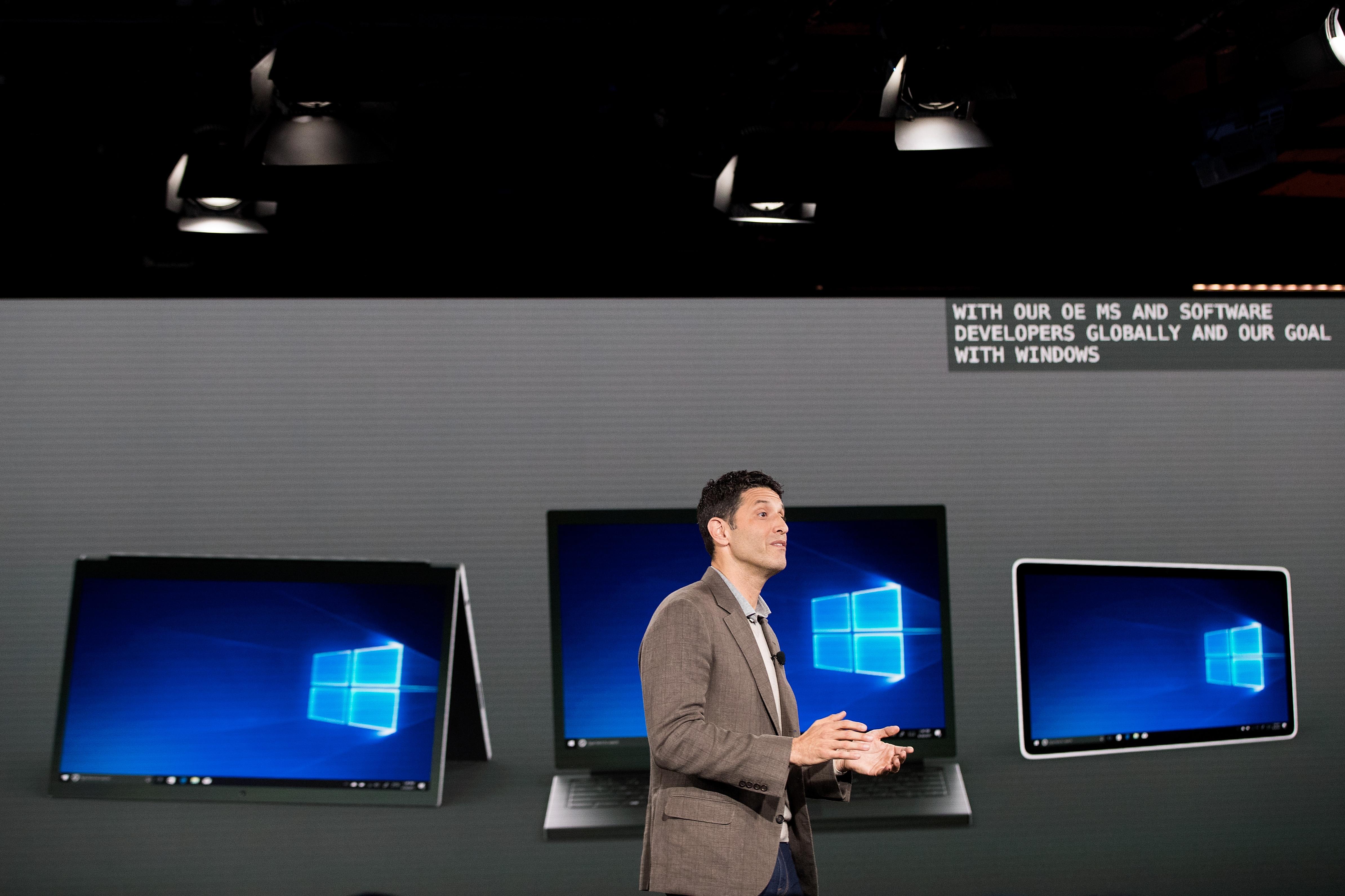 Microsoft v okviru projekta Andromeda razvija napravo »žepne velikosti«, ki bo ponujala izkušnjo osebnega računalnika.