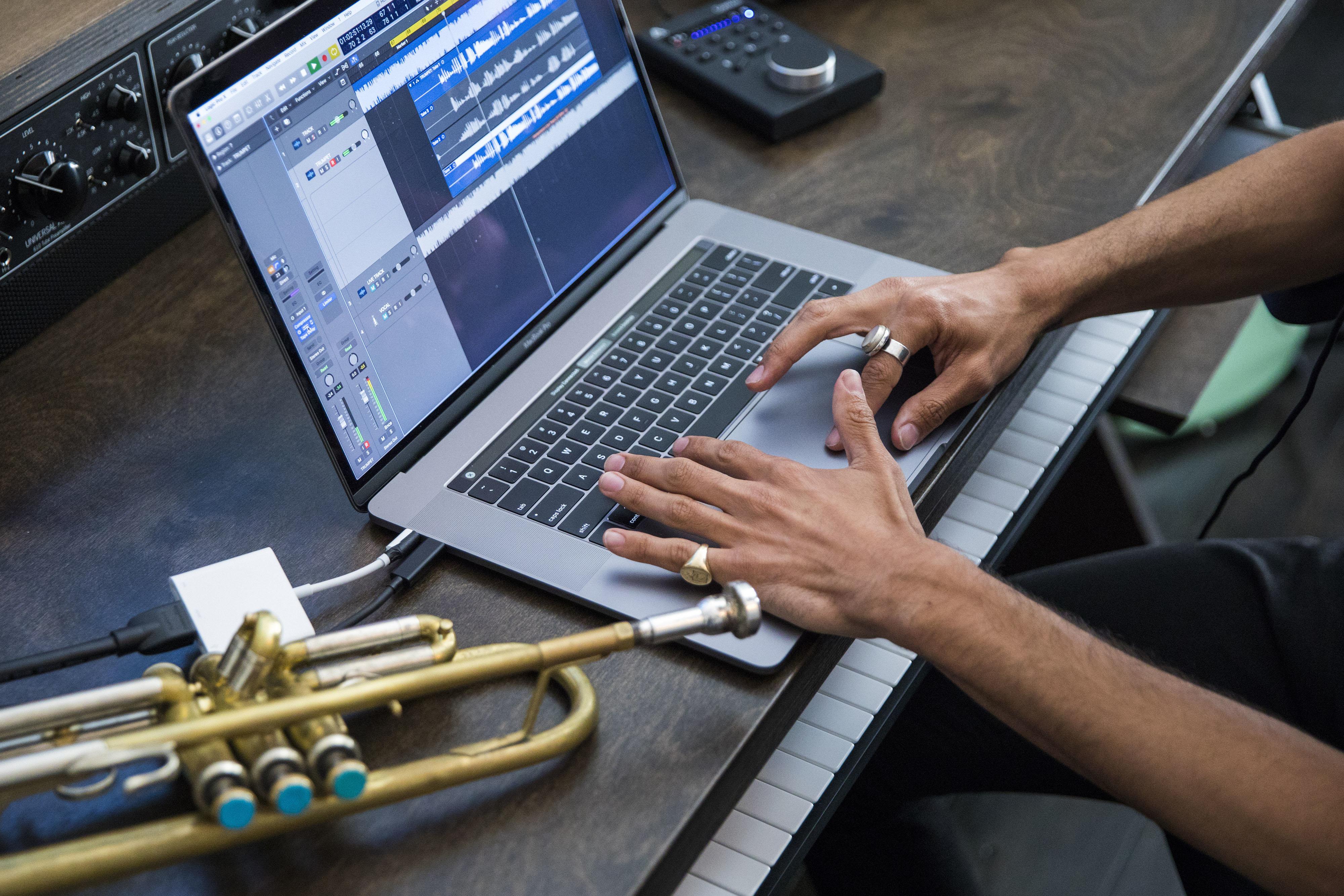 Prenosniki Apple MacBook Pro s procesorji Intel Core i9 so celo slabši od tistih, ki uporabljajo procesorje Core i7.