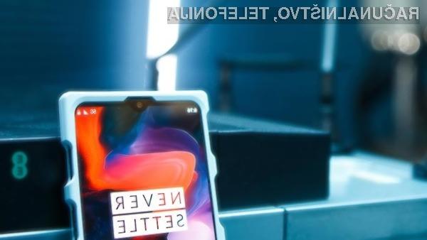 Pametni mobilni telefon OnePlus 5G naj bi bil prvi s podporo hitremu omrežju 5G.