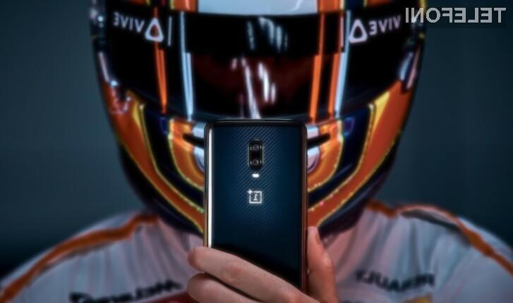 Pametni mobilni telefon OnePlus 6T McLaren Edition navdušuje v vseh pogledih.