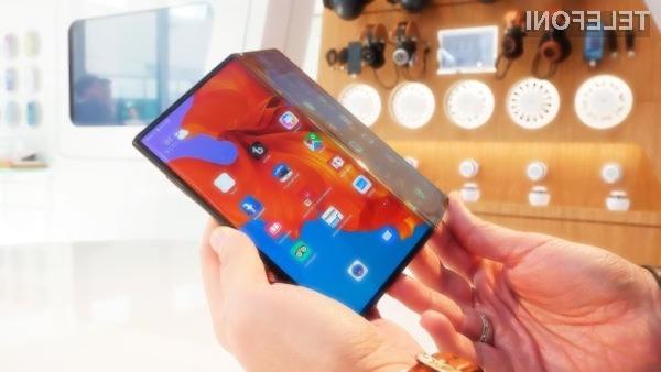 Pametni mobilni telefon Huawei Mate X naj bi bil naprodaj šele jeseni letos.