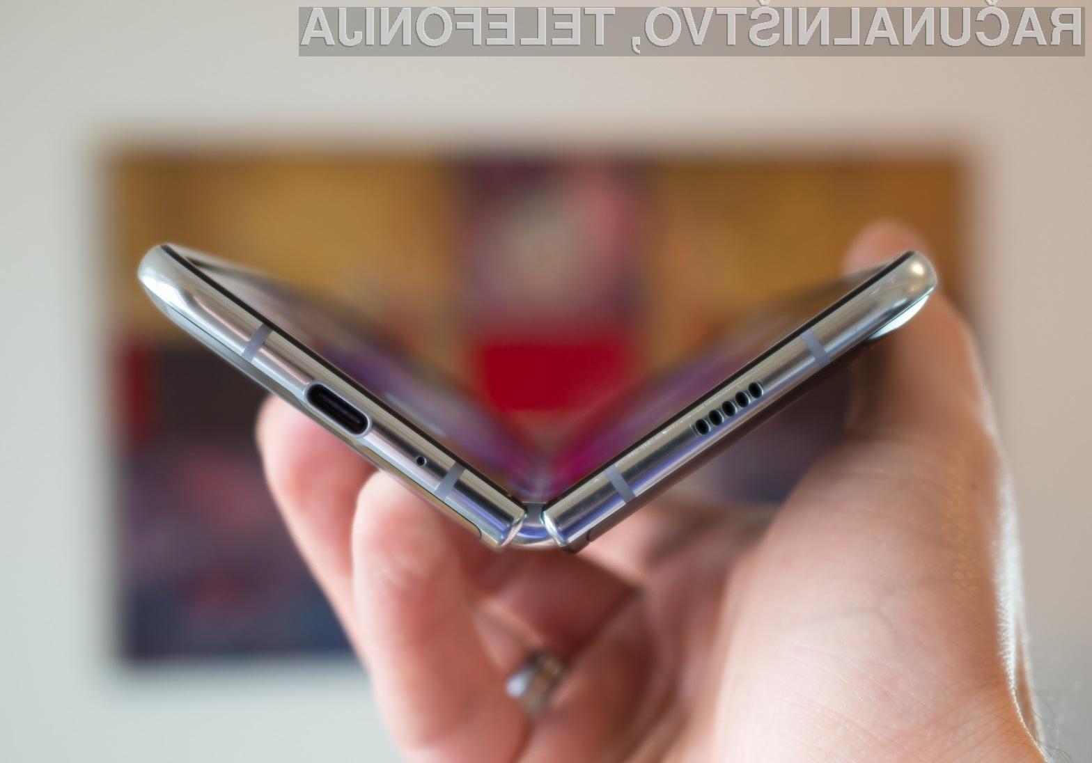 Pametni mobilni telefon Samsung Galaxy Fold je izdelan na osnovi inovativnih materialov.