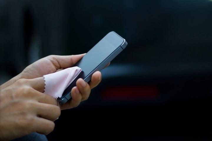 https://www.racunalniske-novice.com/triki/kako-pravilno-ocistiti-ekran-pametnega-telefona-9-stvari-ki-jih-ne-smemo-poceti.html?RSS3edb138ca89302f5640c959f6b186137