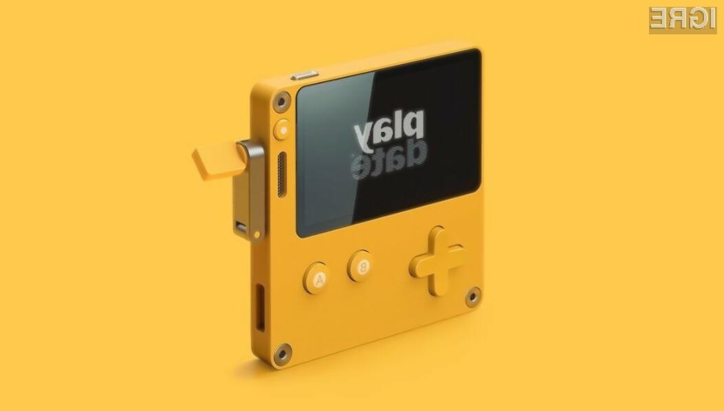 Proizvodnja prenosne igralne konzole Playdate ameriškega podjetja Panic naj bi se pričela kmalu.