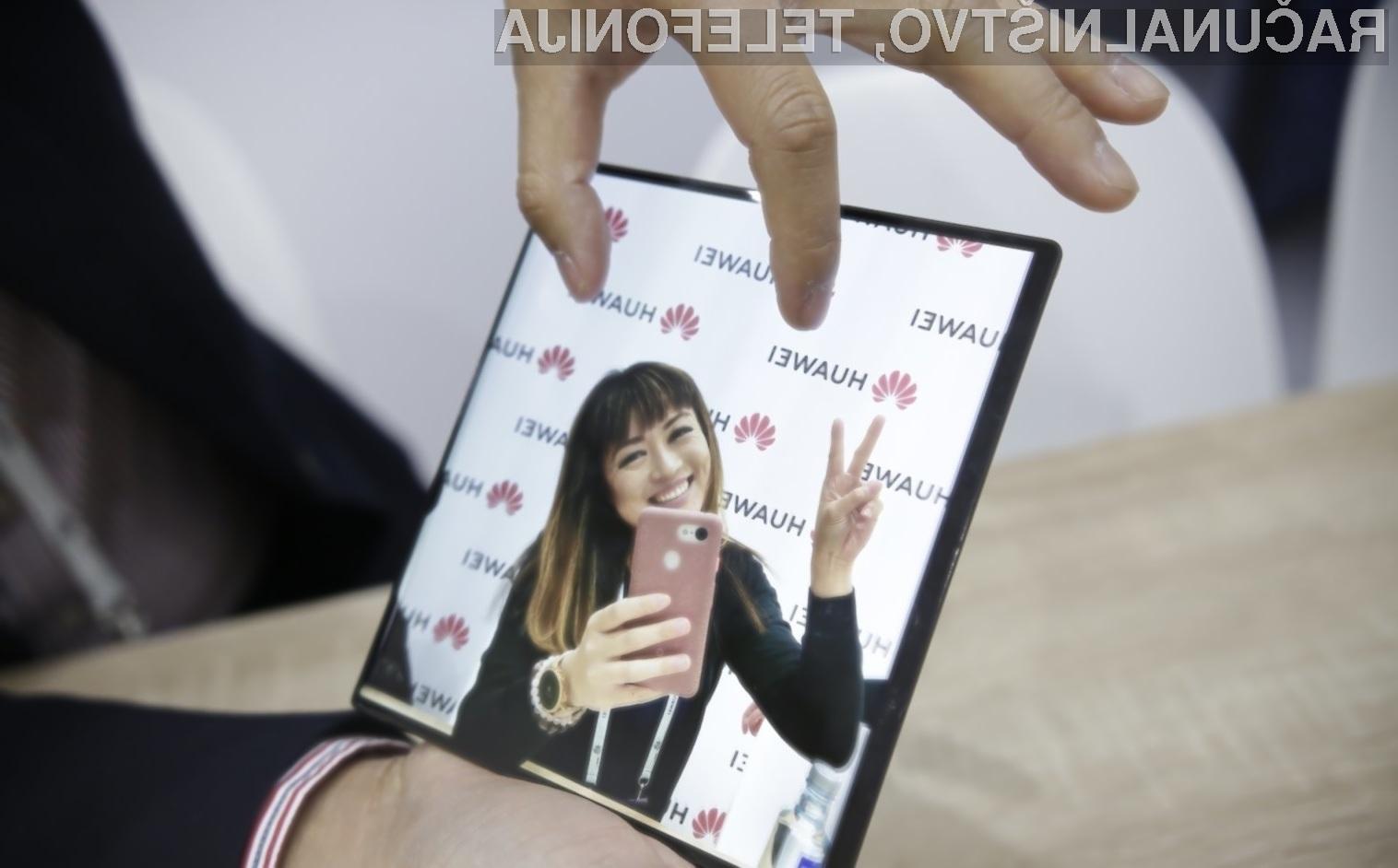 Prepogljivi Huawei Mate X je na Kitajskem na voljo za kar preračunanih 2.200 evrov.