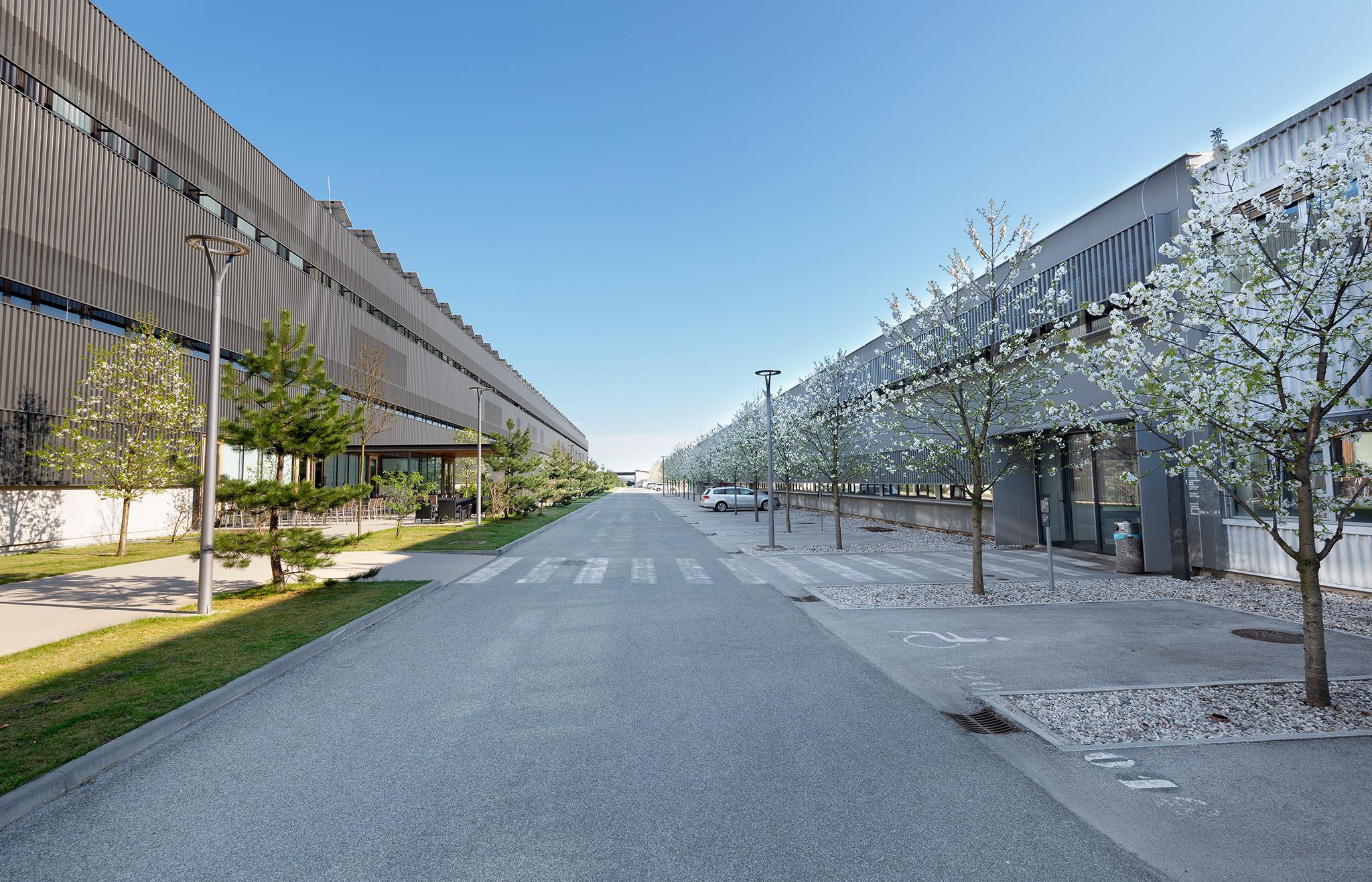 Tehnološki park Kranj ponuja poslovne prostore srednjim in malim podjetjem.