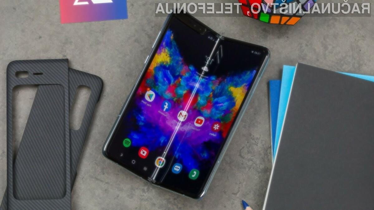 Prepogljivi pametni mobilni telefon Samsung Galaxy Z Flip bo naprodaj šele v drugem četrtletju letošnjega leta.