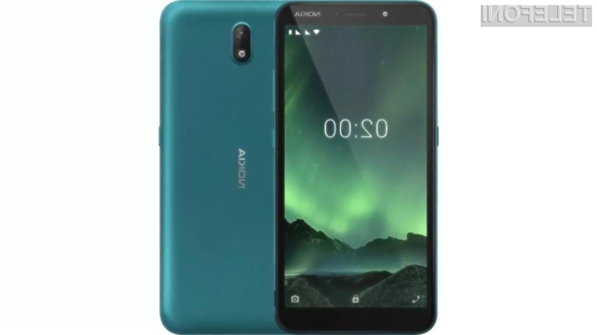 Pametni mobilni telefon Nokia C2 je poceni in dovolj zmogljiv za vsakodnevna opravila.