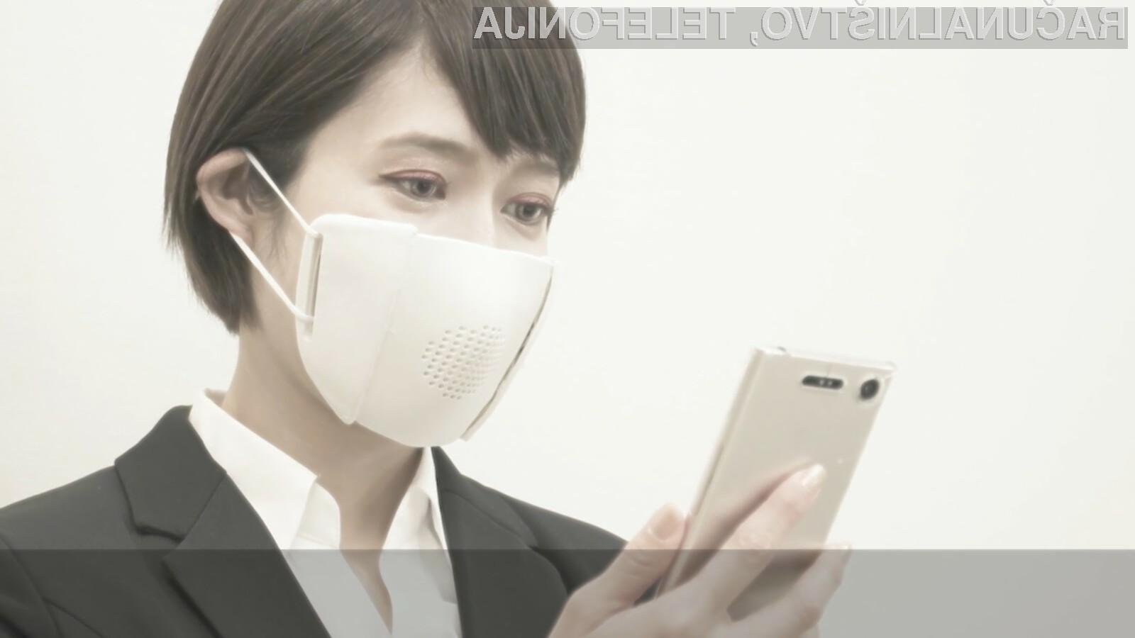 Zaščitna maska japonskega podjetja Donut Robotics naj bi precej olajšala komunikacijo med uporabniki.