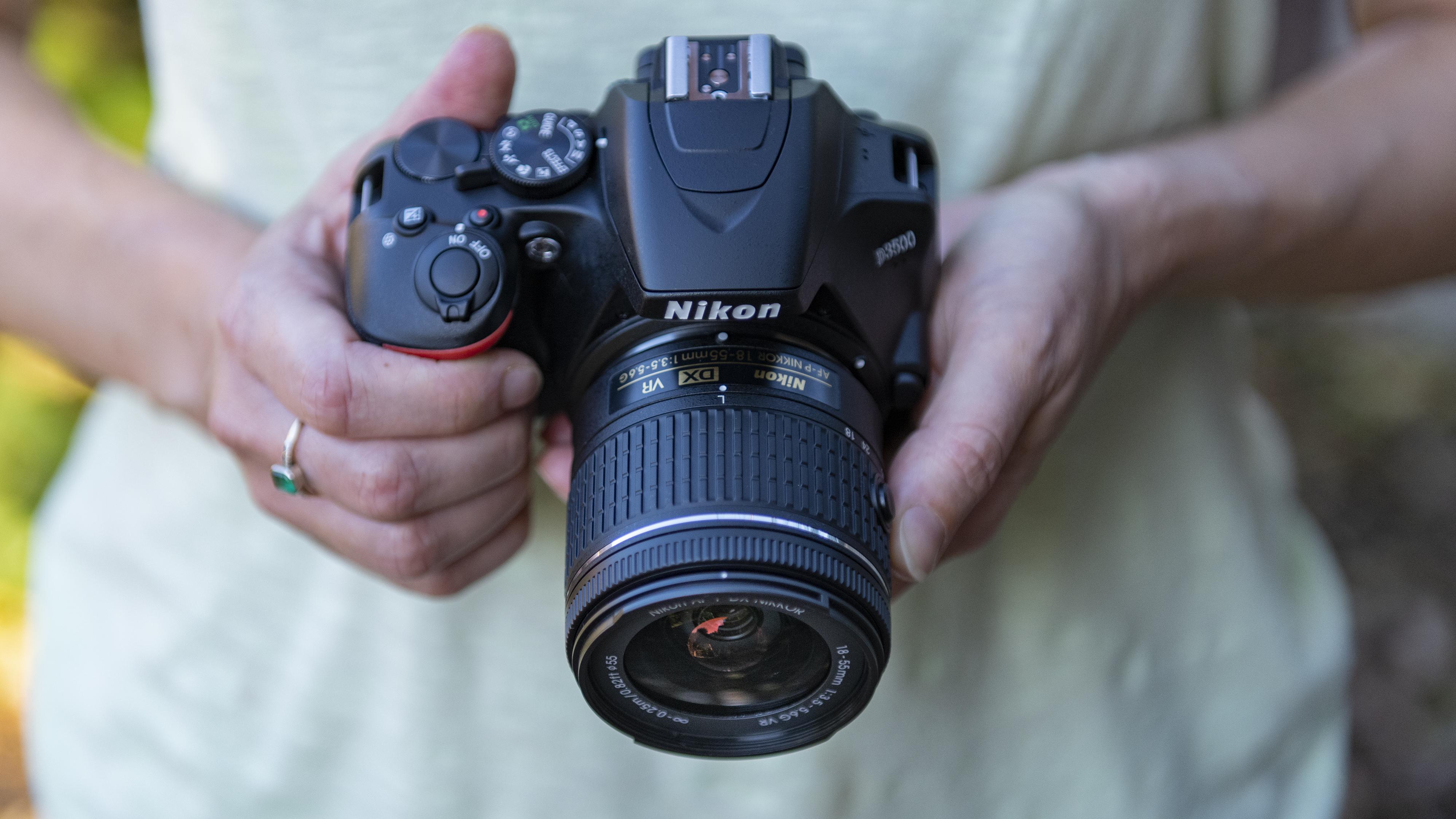 Vse manj uporabnikov posega po klasičnih digitalnih fotoaparatih.