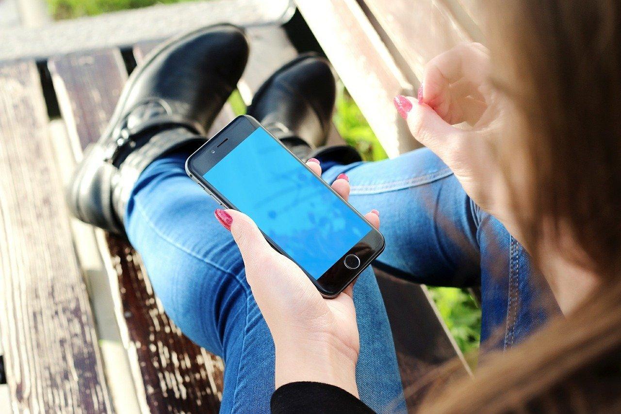 https://www.racunalniske-novice.com/novice/mobilna-telefonija/apple/iphone-uporablja-vec-kot-milijarda-ljudi.html?RSSdafb015902197491b817ae5993d62ab8