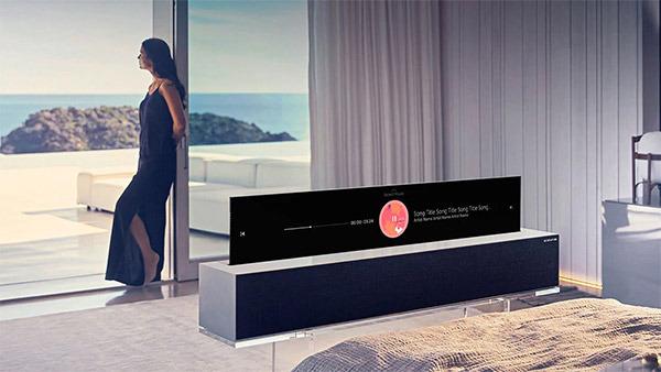 Za upogljivi televizor LG RX je treba trenutno odšteti kar 75 tisoč evrov!