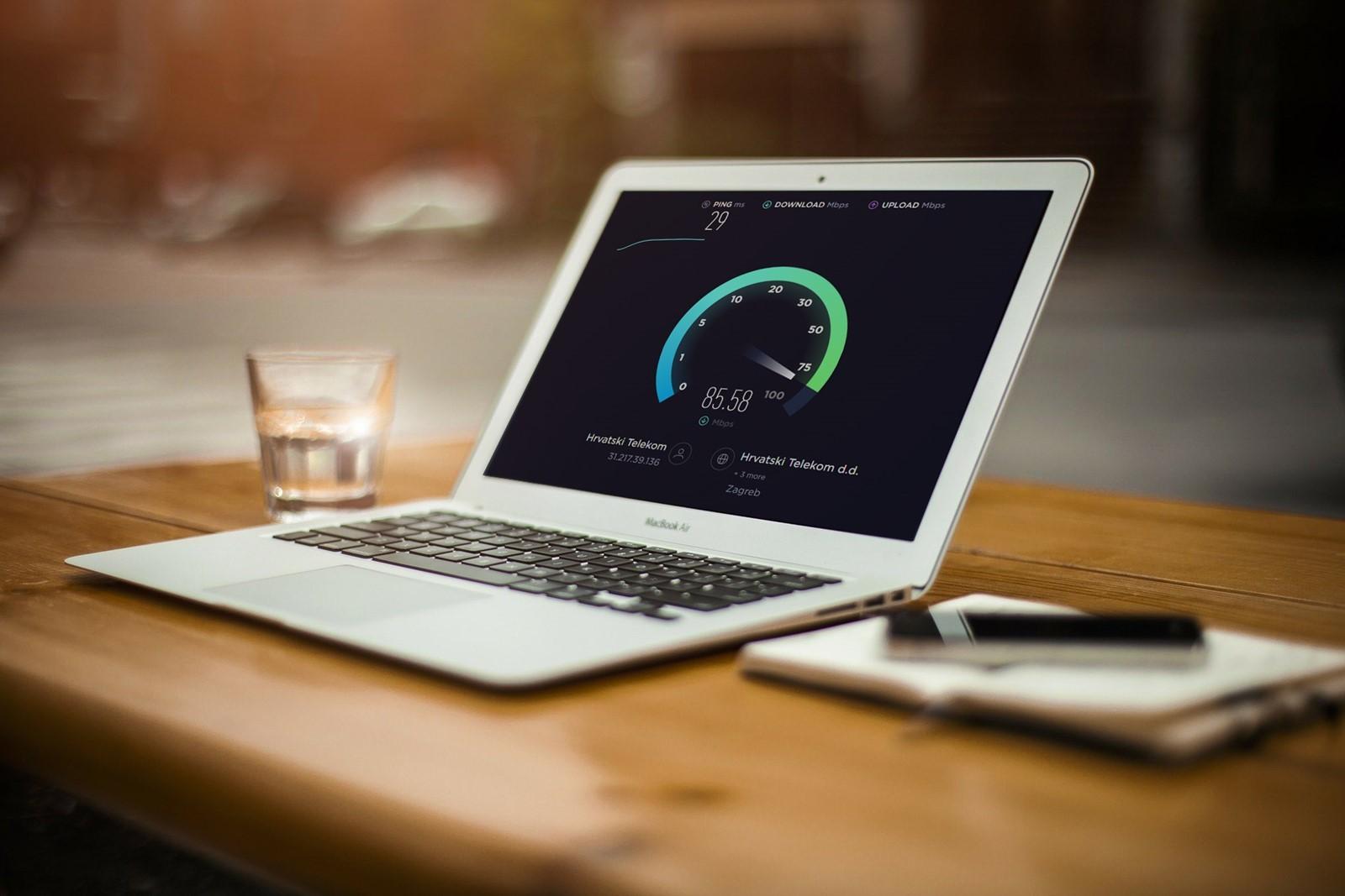S pomočjo aplikacije Ookla Speedtest boste lahko takoj izmerili hitrost svoje internetne povezave!