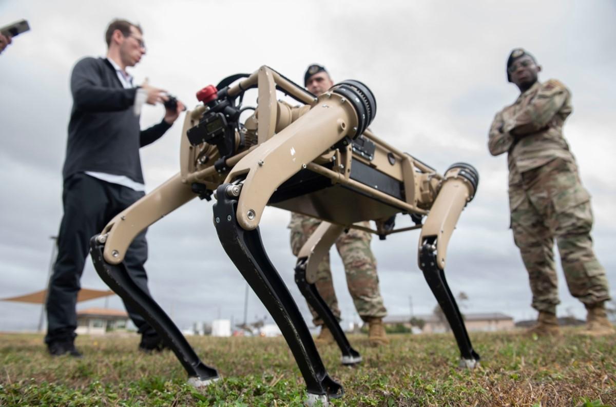 Ameriška vojska vse bolj prisega na robote!