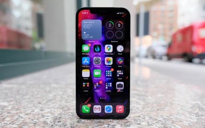 Pametni mobilni telefon Apple iPhone 12 je med uporabniki požel veliko uspeha!