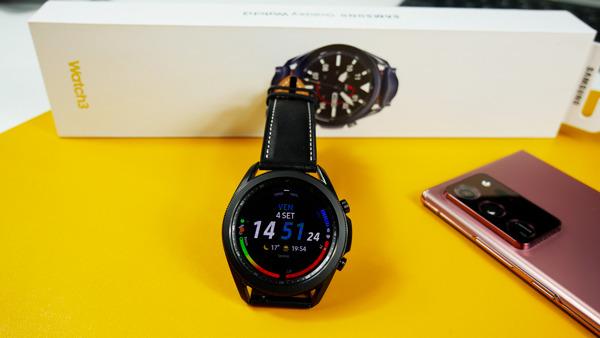 Samsung bi lahko operacijski sistem Tizen kmalu zamenjal za WearOS.